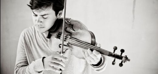 Benjamin Beilman plays the violin
