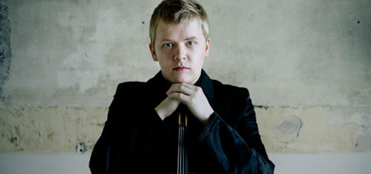Pekka Kuusisto with his violin