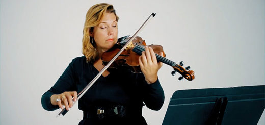 Jessica Meyer plays the violin