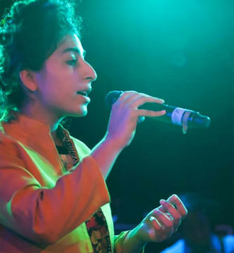 Arooj Aftab sings into a microphone